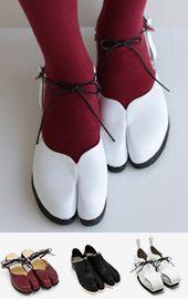 Tabi Shoes, Sock Shoes, Shoe Boots, Quirky Shoes, Casual Goth, Minimalist Shoes, Fashion Project, Shoe Art, Japan Fashion