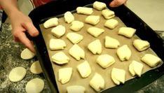 Rychlé a křehoučké koláčky z tvarohu. Stačí smíchat jen 3 přísady a máte pochoutku ke kávičce ! Vydrží celý týden ! – magnilo Czech Recipes, Cake Recipes, Dairy, Health Fitness, Food And Drink, Cheese, Dishes, Cooking, Basket