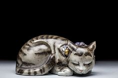 JAPANESE KUTANI MODEL OF A CAT, MEIJI PERIOD (1868-1912)