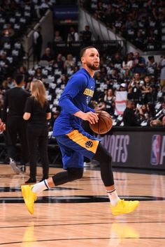 Stephen Curry of the Golden State Warriors handles the ball before the game against the San Antonio Spurs in Game Four of Round One of the 2018 NBA...