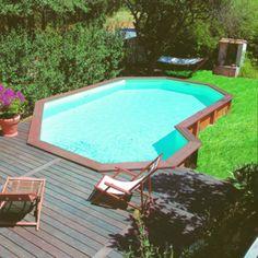 Piscine hors sol en bois semi enterr e sur terrain en for Construction piscine originale