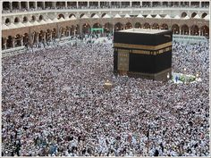 As Vox explains: At this moment, 2 million people from dozens of countries around the world are in Mecca, Saudi Arabia, to perform the hajj, the Islamic religious pilgrimage. Pilgrimage To Mecca, Mekka, Beautiful Mosques, Israel Travel, Grand Mosque, Best Sites, Another World, Free Travel, Saudi Arabia