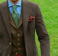 Veste déstructurée marron/vert, revers en pointe & gilet en tweed! #WicketSoBritish