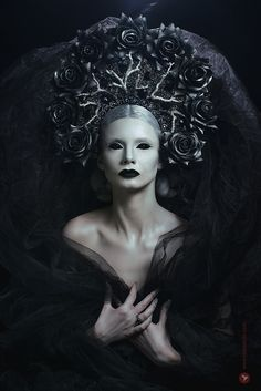 Portrait of woman with fantasy makeup wearing large crown — looking at camera, front view - stock photo Dark Gothic, Gothic Art, Fantasy Makeup, Fantasy Art, Imagenes Dark, Dark Queen, Fantasy Photography, Macabre Photography, Mystique
