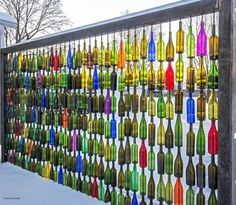7 Environment Friendly Upcycled Garden Fence Ideas to DIY – Zaun Glass Garden, Garden Art, Wine Bottle Fence, Wine Bottle Trees, Bottle Art, Wine Bottles, Bottle Crafts, Glass Bottles, Fence Design