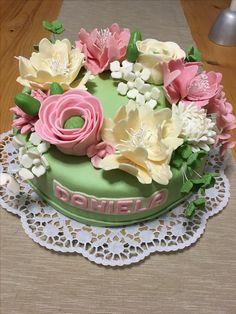cake flowers Cake Flowers, Fondant Cakes, Fudge, Bread, Desserts, Food, Tailgate Desserts, Deserts, Brot