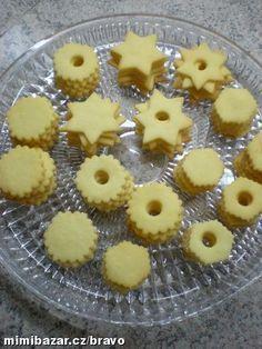 LINECKÉ CUKROVÍ - recept přímo z Rakouského Lince Baking Recipes, Cookie Recipes, Czech Recipes, Holiday Cookies, Desert Recipes, Cinnamon Rolls, I Foods, Deserts, Good Food