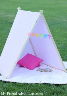Love this cute, easy idea for a children's tent. I think I'll make one for the boys' playroom and make it a reading nook!