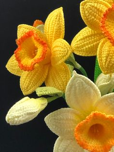 Crochet Small Flower, Crochet Sunflower, Crochet Flower Tutorial, Crochet Flower Patterns, Crochet Motif, Crochet Flowers, Daffodil Craft, Daffodil Flower, Yarn Flowers