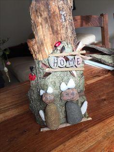 """Sten katte Marie høner på bark """"Home"""""""