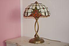 Rozjasněte svůj domov novou Tiffany stolní lampou, kterou nikde jinde nenajdete.