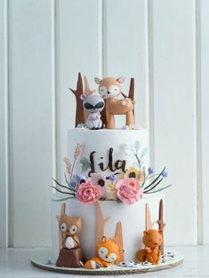 CUTE Woodland Animals Baby Shower Cake by Cottontail Cake Studio as featured on Roundup of Baby Shower Cake Ideas! Baby Cakes, Girl Cakes, Cupcake Cakes, Cake Fondant, Girl Baby Shower Cakes, Party Cupcakes, Baby Girl Shower Themes, Baby Shower Cookies, Woodland Cake
