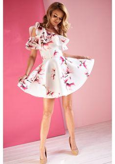 Dopasowana sukienka z falbaną w kwiaty