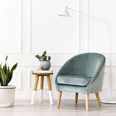 ¡Las butacas de terciopelo ya están en Kenay Home! Descubre los nuevos modelos de butacas tapizadas para decorar tu salón con mucho estilo... ¡Te encantarán! Home Living Room, Living Room Decor, Bedroom Couch, Muebles Living, Mid Century Furniture, Dream Rooms, Sofa Chair, Furniture Design, Dining Chairs