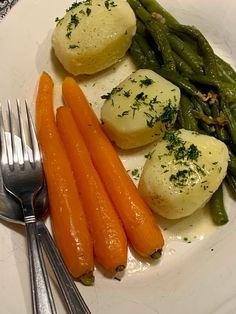 Guarnición de verduras para plato festivo Profiteroles, Carrots, Vegetables, Food, Dishes, Cooking, Vegetable Side Dishes, Festivus, Pies