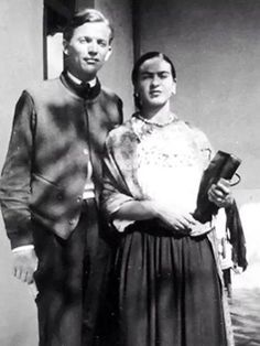 Frida Kahlo with Juan O. Gorman, photo by Diego Rivera, early Diego Rivera, Frida E Diego, Frida Art, Kahlo Paintings, Mexico Art, Mexican Artists, Portraits, People, Friday Pics