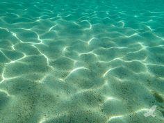 Lake Tahoe Water Patterns / http://www.sleeptahoe.com/lake-tahoe-water-patterns/