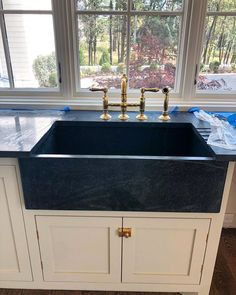 Kitchen liners: 90 models, designs and photos - Home Fashion Trend Soapstone Counters, Stainless Steel Countertops, Stainless Steel Sinks, Colourful Kitchen Tiles, Kitchen Liners, Industrial Style Kitchen, Stone Sink, Brass Faucet, Cottage Style