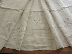 Old linen cloth embroidered Daisy day Venice by FrenchVintageItems