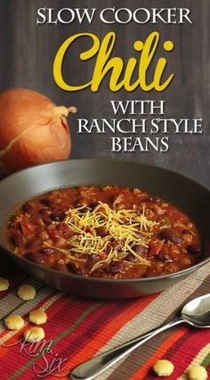 Easy slow cooker chili with ranch style beans. A great easy beef and bean chili in the crock pot!jpg Original article and pictures . Bean Recipes, Chili Recipes, Mexican Food Recipes, Fast Recipes, Soup Recipes, Recipies, Slow Cooker Chili, Slow Cooker Recipes, Crockpot Recipes