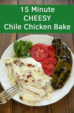 Need a 15 minute Keto, low carb or Gluten free dinner? Check out this super simple, wonderfully flavorful dinner! Tender chicken breast is smothered in a queso like sauce full of fire roasted hatch chiles, sprinkled with bacon and then covered in more che Baked Chicken, Chicken Recipes, Vegan Recipes, Cooking Recipes, Delicious Recipes, Easy Recipes, Blog Food, Gluten Free Dinner, Food Stamps