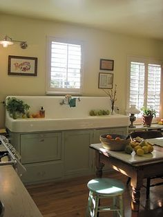 Awesome updated fatmhouse kitchen with 2 dishwashers under the vintage sink. What a Cool looking Vintage Sink! Farmhouse Sink Kitchen, Kitchen Redo, New Kitchen, Kitchen Remodel, Kitchen Dining, Farm Sink, White Farmhouse, Kitchen Ideas, Kitchen Furniture