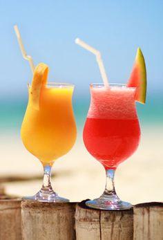 Cocktails com saude, leves, refrescantes e saudaveis. O sabor da fruta natural no seu melhor. Melancia, Manga, Banana, Laranja... escolha a sua preferida e acrescente algum alcool se preferir. A imaginação dos Cocktails tropicais não tem limite.