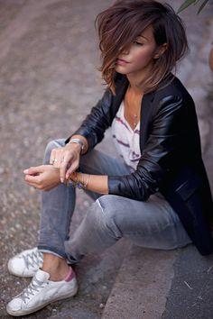 Alors de quoi allons nous parler aujourd'hui ? J'hésite entre mes cheveux et mon nouveau jean ... Je m' tâte ... Bon allez, parlons des deux. Alors mes cheveux. Bah c'est la guerre comme tu peux le constater.Nouveau billet !