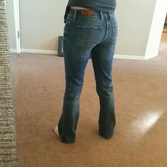 Lucky Bran Jeans size 4/27 regular 29 ich inseam. Sofia boot cut! Love these jeans they are so comfortable and a great wash they are just a little too short for me. Only worn 2 x Lucky Brand Jeans Boot Cut