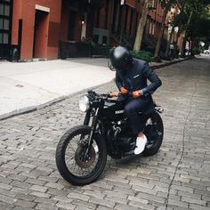 Blake Scott в Instagram: «My boy @eastofnormal just got a new cafe racer. I'm seriously thinking of getting one now! What do you guys think? #BlakeScott #CafeRacer»