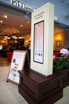 Totem style menu boards created for Patisserie Valerie. This unit was designed to be indoor or outdoor with the option for an aluminium or Corian finish. The totem features illuminated branding and can incorporate two 32inch screens. This units was designed, manufactured and installed by 10 Squared.