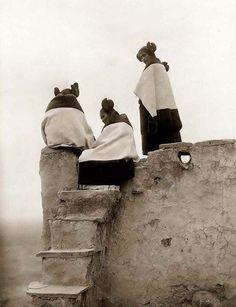 Hopi Women (Fotograaf niet bekend)