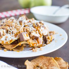 Crispy baked cinnamon apple chips loaded with caramel white chocolate peanut butter Snickers and toffee bits! Chocolate Peanut Butter, White Chocolate, Dessert Nachos, Cinnamon Apple Chips, Gluten Free Recipes, Healthy Recipes, Toffee Bits, Dried Apples, Halloween Cakes