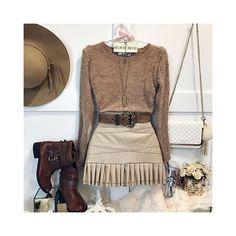 ♛ Pinterest: @niazesantos ♡ ♛ Fashion / Dress / Dresses / Look / LookOfTheDay / Inspiration / Glam / MakeUp / Noivas / Shoes / Decoration / Decoração / Cozinha / Kitchen / Sapatos / Moda / Hair / Cabelo / Penteados / Food / Comida / Break / Photo / Photograph / Fotosl Date Outfits, Skirt Outfits, Girly Outfits, Casual Outfits, Summer Outfits, Look Fashion, Winter Fashion, Womens Fashion, Fashion Trends