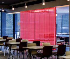 Mampara corrediza realizado con nuestro sistema para #interiorismo en #3DLITE #rojo #ligero #vanguardista #innovador #policarbonate #architecture