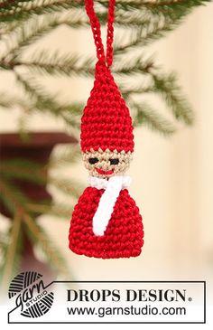 Hæklet DROPS nisse i Cotton Viscose til at hænge på juletræet. Gratis opskrifter fra DROPS Design.