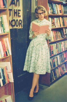 vintage reader - (by Anna Hollow)