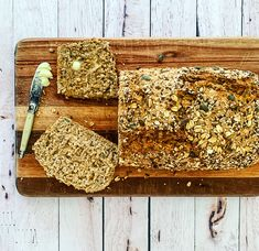 Filled with oats and seeds, this wholewheat low GI bread is super filling. One slice goes a long way, making it ideal for open sandwiches. Top with some avo for a quick but filling lunch. Or go all out and turn it into the perfect open BLT Low Gi Bread, Quick Bread, Bread Recipes, Baking Recipes, Seed Bread, No Bake Treats, Some Recipe, Sandwiches, Seeds