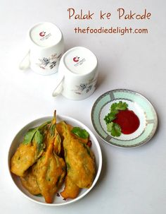 Spinach fritters or palak ke pakode by The Foodie Delight
