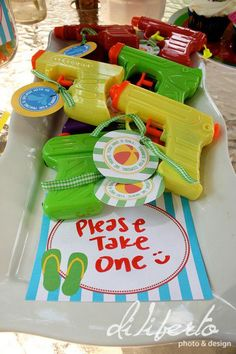 Little water guns for goodie bag for Wyatt's splash party. Etsy has printable labels for a pool party Sommer Pool Party, Pool Party Kids, Swimming Party Ideas, Beach Party Ideas For Kids, Luau Party Ideas For Kids, Fun Ideas, Beach Kids, Splash Party, Party Labels