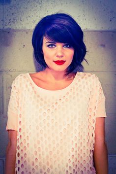 My hair could look like that! Finally a cute haircut for thick hair like mine!