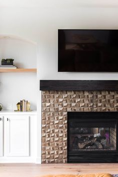 We recently got to sit down with two of our favorite designer friends, Morgan Molitor of Construction2Style and Stephanie Goldfarb of The Divine Living Space. They answered their most frequently asked tile and design questions from homeowners and fellow designers. From their favorite tiles to whether you should make a statement or keep it timeless, we got the scoop! Residential Remodel, Fireplace Tile Surround, Kitchen And Bath Design, Living Room Spaces, Fireplace Design, Bathroom Design Trends, The Tile Shop, Dimensional Tile, Engineered Flooring