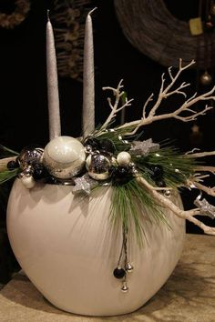 Modern Christmas decorations – photo gallery - Home Page Christmas Flower Arrangements, Christmas Flowers, Christmas Table Decorations, Christmas Candles, Christmas Wreaths, Christmas Crafts, Christmas Ornaments, Modern Christmas, Christmas Design