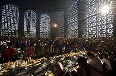 O Dia da Padroeira do Brasil: Devotos foram em massa ao Santuário Nacional de Aparecida homenagear Nossa Senhora. Veja mais: http://glo.bo/1nip4AZ Fotos: AFP