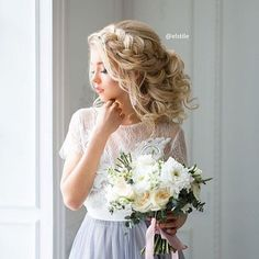 Front Braided Headband with messy updo bridal hairstyle | fabmood.com #weddinghairstyle  #bridalhair #bridalhairstyle #wddinghair