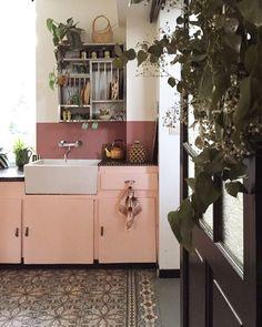 Décor do dia: cozinha antiga, rosa e com alma atual (Foto: reprodução)