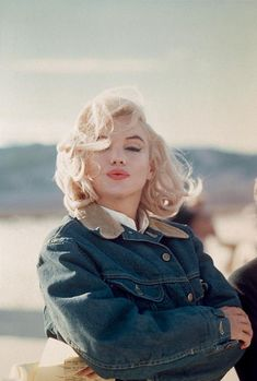 "Marilyn Monroe during the filming of ""The Misfits."" Nevada, : Marilyn Monroe during the filming of Estilo Marilyn Monroe, Marilyn Monroe Photos, Marylin Monroe, Marilyn Monroe No Makeup, Marilyn Monroe Hairstyles, Marilyn Monroe Style, Marilyn Monroe Outfits, Marilyn Monroe Wallpaper, Marilyn Monroe Costume"
