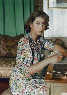 Молодая королева Елизавета II, 1944 год.