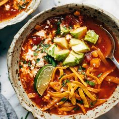 Instant Pot Sweet Potato Tortilla Soup - Pinch of Yum - Instant Pot Sweet Potato Tortilla Soup! A smoky, limey, tomato-rich broth with onion, garlic, jalape - Vegetarian Soup, Vegetarian Recipes, Cooking Recipes, Healthy Recipes, Cooking Bacon, Vegetarian Dinners, Freezer Recipes, Freezer Cooking, Vegetarian Cooking