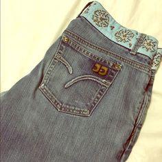 "Vintage Joes Jeans Very cute detailing around waist!  Wear around bottom. Not very stretchy - true to size.    Inseam = 34"". Leg opening 10-1/2"". Waist 16"" flat. 98% cotton 2% elastane.   Joe's Jeans Jeans Flare & Wide Leg"
